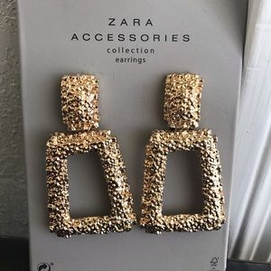 ZARA GOLDEN RAISED EARRINGS